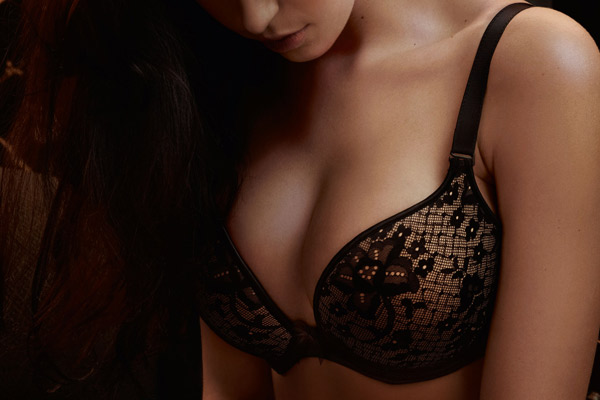 Melody-contour-plunge-in-black-style-3186
